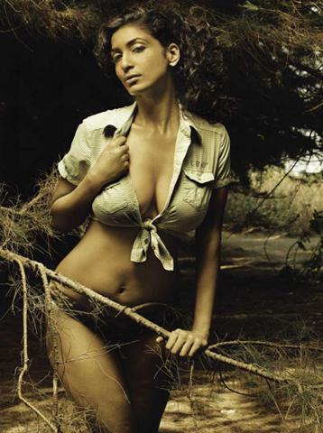 Sandhya Shetty sexy bikini