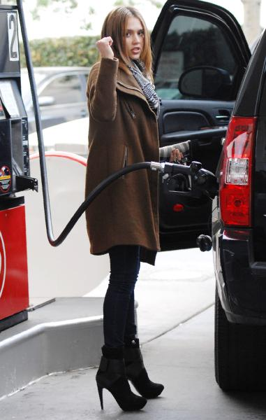 Celebrity Whereabouts Jessica Alba Candids On A Gas Station
