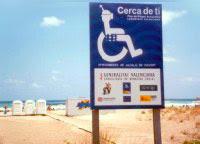 señal que indica playa accesible