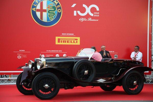 100 anos Alfa Romeo - Milão e Arese - 24 a 27 de Junho 2010 - Foto no Castelo Sforzesco - 26 Junho