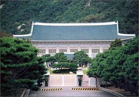 من تقدر كوريا الجنوبية ام كوريا الشمالية  South+Korea+Blue+House+office+of+the+president