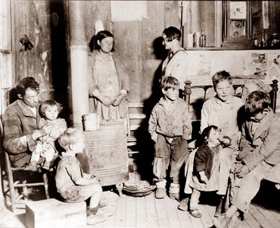 1930fashion  Children on This Picture Was Taken In The Early 1930 S And Shows A Poor Family In