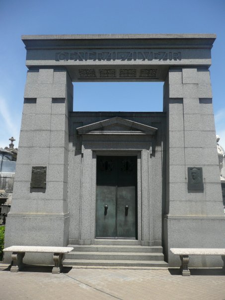 Cementerio de la recoleta marcelo t de alvear for Marcelo t de alvear 1695