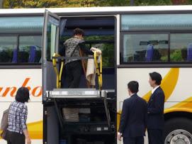 リフト付き介護バス