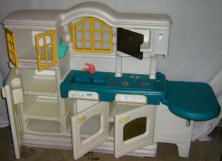 Mybundletoys little tikes country kitchen preloved for Playskool kitchen set