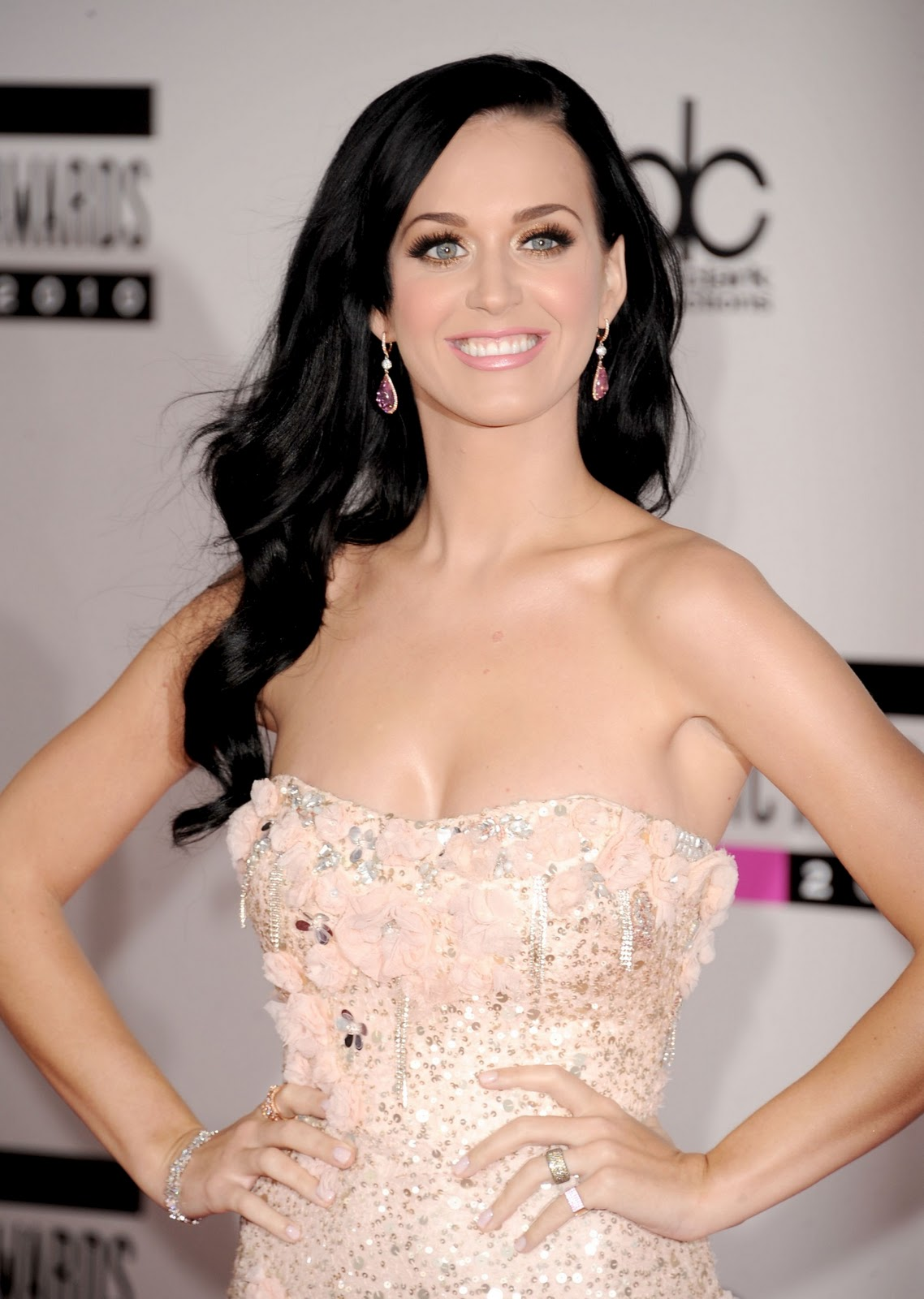 http://4.bp.blogspot.com/_48YMTKPyEMI/TOwhgo8IRLI/AAAAAAAAAMA/jZBViUXeZPM/s1600/Katy-Perry-125.jpg