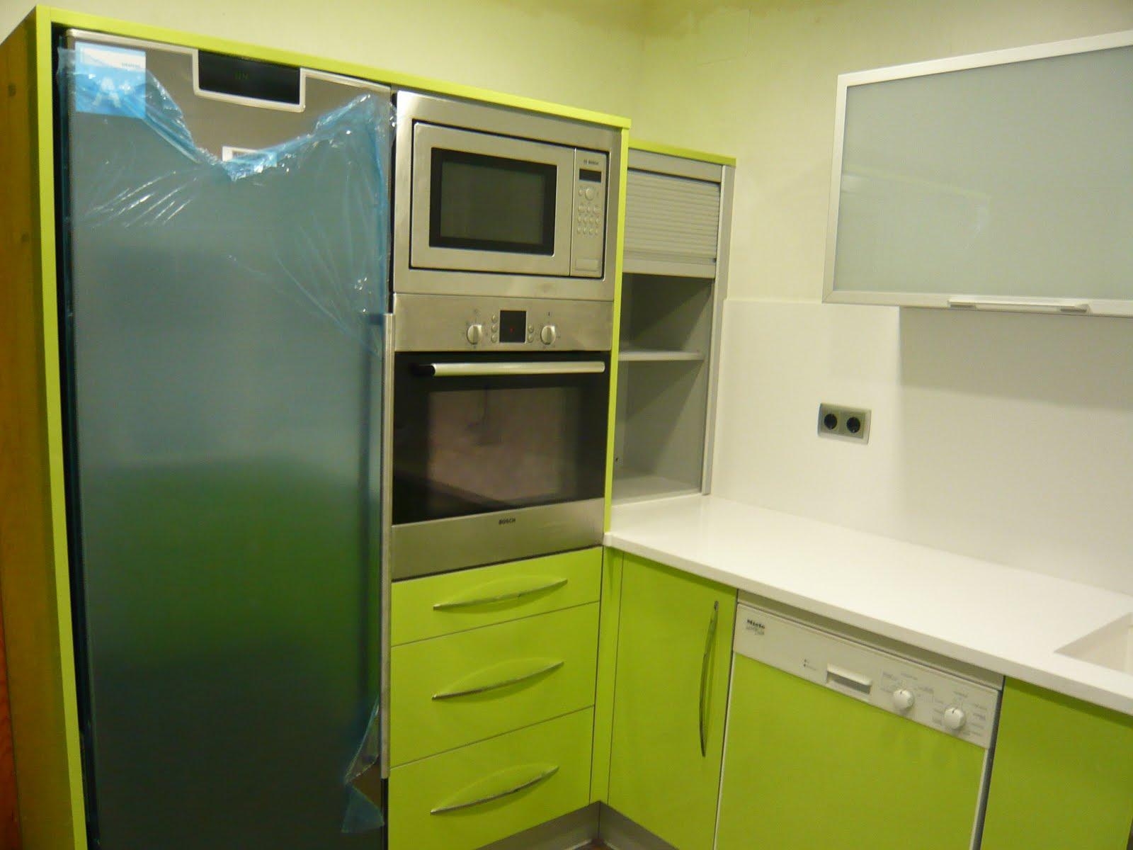 Reuscuina cocina verde pistacho 4 cantos aluminio - Muebles de cocina color blanco ...