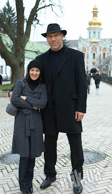 Unbeliveable Russian Giant And His Tiny Wife