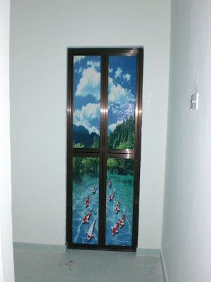 22.4.2009 : Pintu bilik air rumah baru sudah siap dipasang