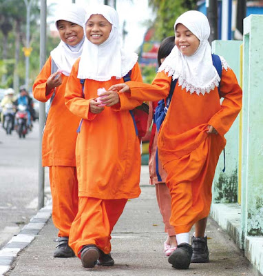 The honest smile - The Studentsof Riau