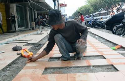Worker in Sudirman Pekanbaru
