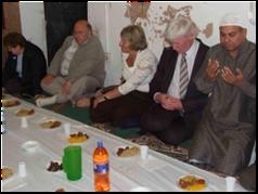 uk2 Gambar2 Pencemaran Masjid di Dunia   Termasuk Syeikh Azhar!