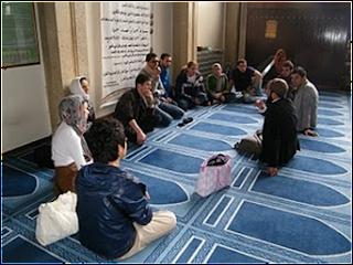 uk4 Gambar2 Pencemaran Masjid di Dunia   Termasuk Syeikh Azhar!