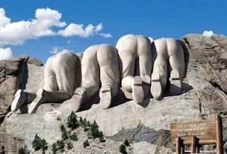 Monte Rushmore, Monte Rushmore visto de trás