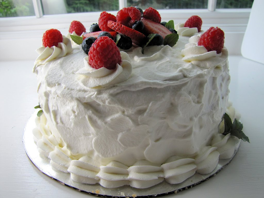 Zucchero Dolce - sweet sugar: Berries & Cream Cake