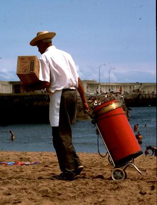 Barquillero, Comillas