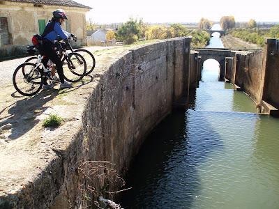 Cuadruple exclusa, Canal de Castilla
