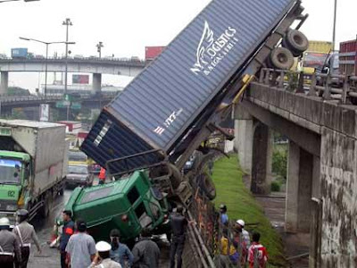 lorry at Slipi junction