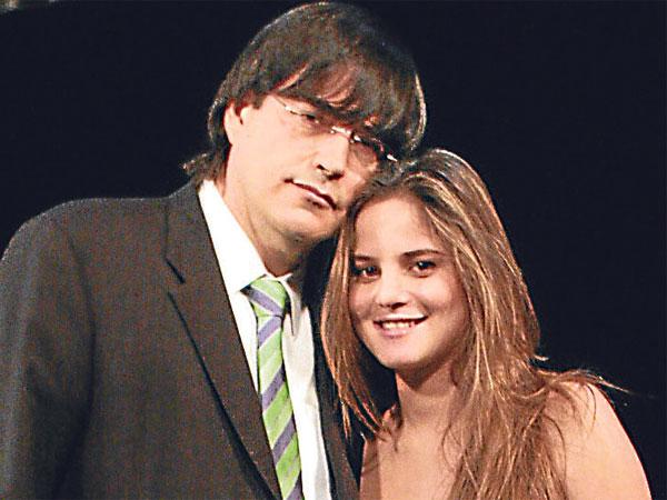 Farandula Bayly Molesto Con Mujer E Hijas El conductor de tv nuevamente causa polémica por sus declaraciones sobre la cuarentena dictada. farandula blogger