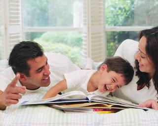 http://4.bp.blogspot.com/_4M8qOVoyFOk/TKXIH4pDKWI/AAAAAAAAAAM/ThmyuCTkYfs/s320/orang+tua+dan+anak.jpg