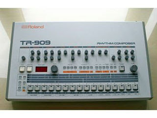 Roland TR-909 Drum Machine Papercraft