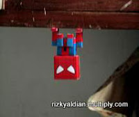 Upside-down Spiderman Papercraft