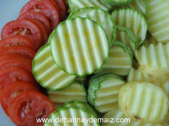gratin-de-calabacita-tomate-y-papa