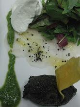 sashimi de bacalao-olivas,tapenade y pesto de rucula y pipas