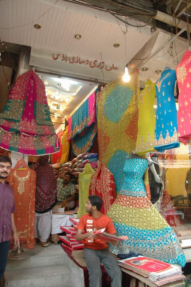 Shiraz hassan lahore colors of kashmiri bazaar for Bano bazar anarkali lahore
