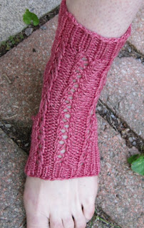 Preview This Free Knitting Pattern: Last-Minute Lace Yoga Socks
