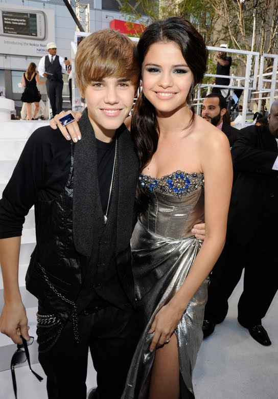 justin bieber and selena gomez pictures together. selena gomez and justin bieber