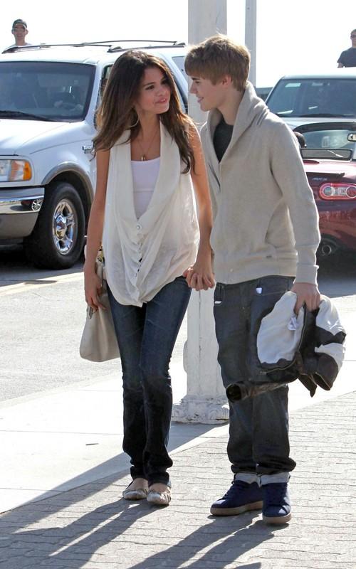 Justin Bieber & Selena Gomez: Santa Monica Sweethearts!