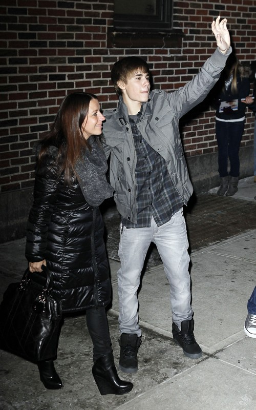justin bieber pictures 2011 to print. Theirwatch justinbieberday