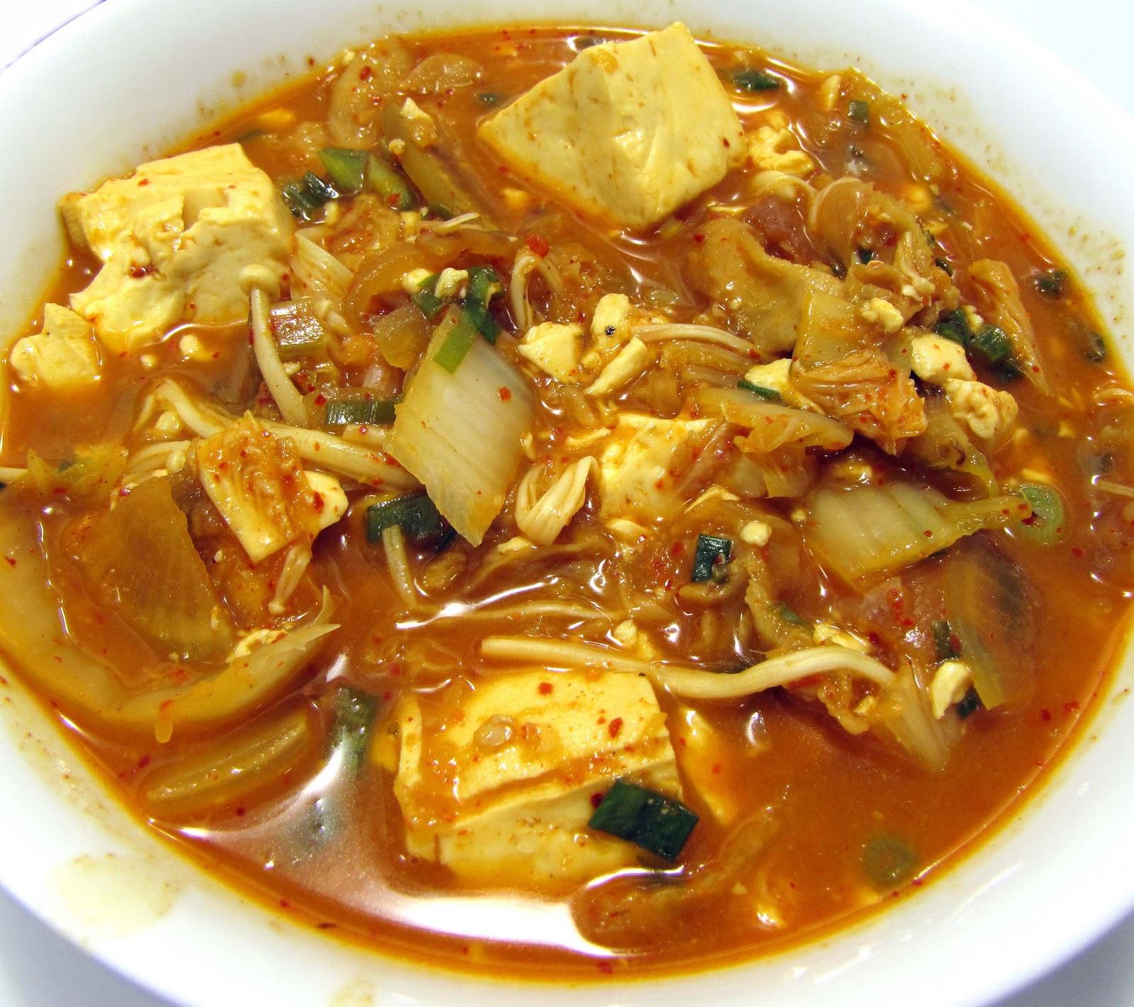 The Airy Way: More fun with kimchi - Kimchi jigae (kimchi soup)