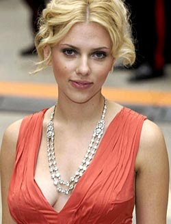Pamela Anderson wants Scarlett Johansson to Strip!
