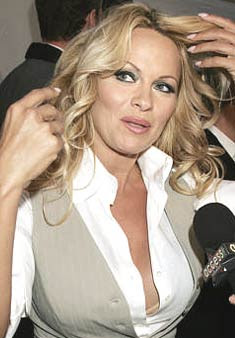Pamela Anderson now in love with a magician