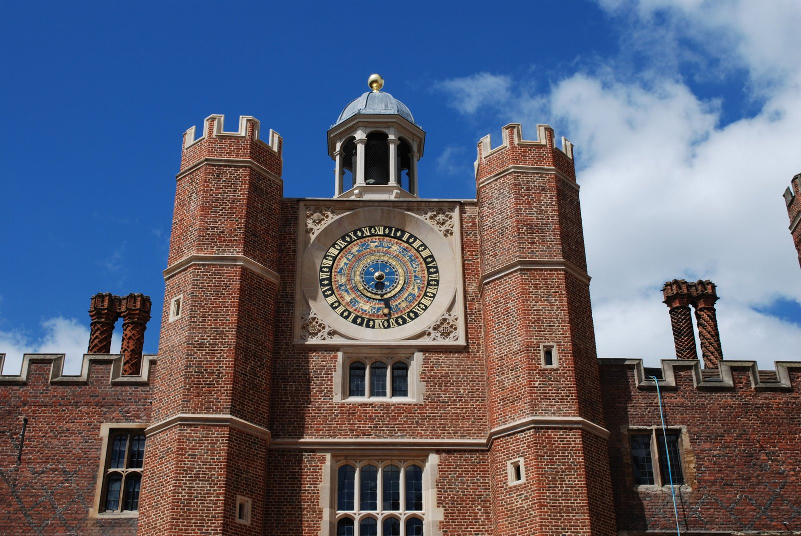 hampton court palace, astronomical clock