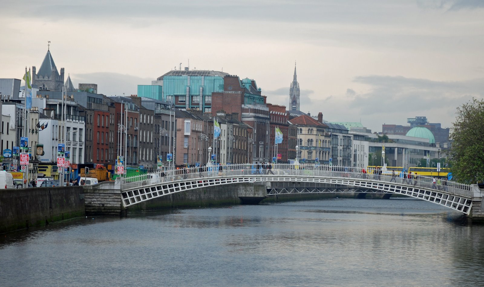 ha'penny bridge, river liffey, dublin