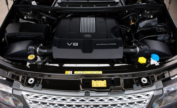2010 Land Rover Range Rover and Range Rover Supercharged Engine View