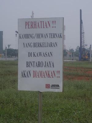 papan peringatan untuk kambing