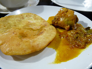 Plain Pathiri and Chicken Curry