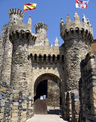 http://4.bp.blogspot.com/_4a-2T-ux0oY/SQ3mdBHUUFI/AAAAAAAAAaI/Kl9hI6i4Pu4/s400/Entrada-Castillo+de+Ponferrada_00A.jpg