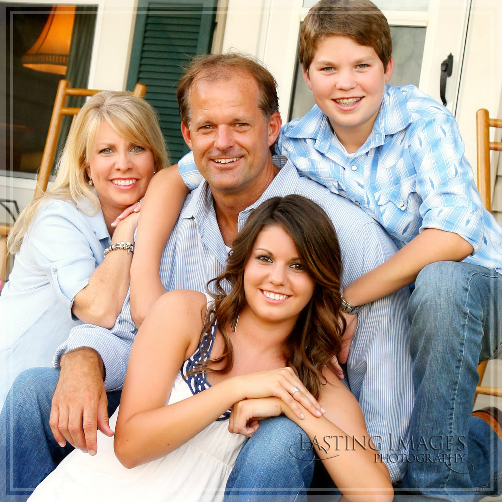 The last word who says it 39 s too hot for family portraits for Hot family pics