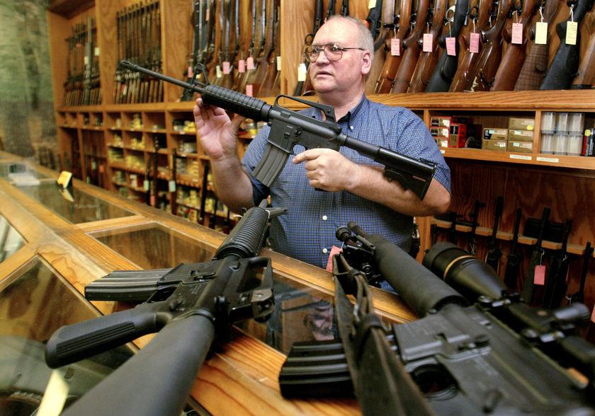 Precio de armas en el mercado legal e ilegal