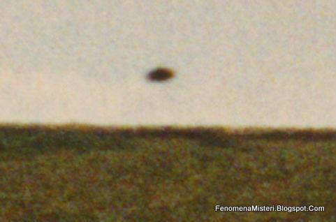 Apakah Lingkaran Ladang Merupakan Jejak Pendaratan UFO?