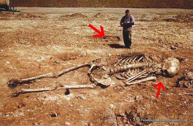 Bukti Foto Kerangka Manusia Raksasa Adalah Palsu