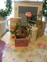 Vi har stort urval av fusk grönska &  Blommor