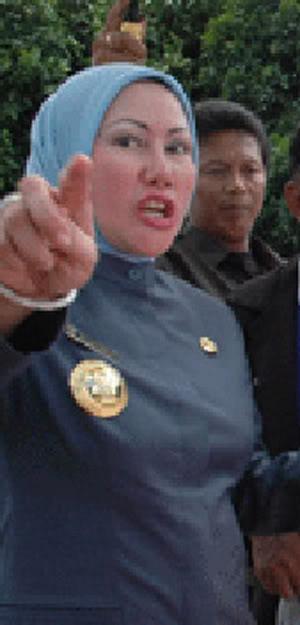 Ratu Atut sedang Uring-uringa karena akan dikorbakan Presiden SBY sebentar lagi 2010