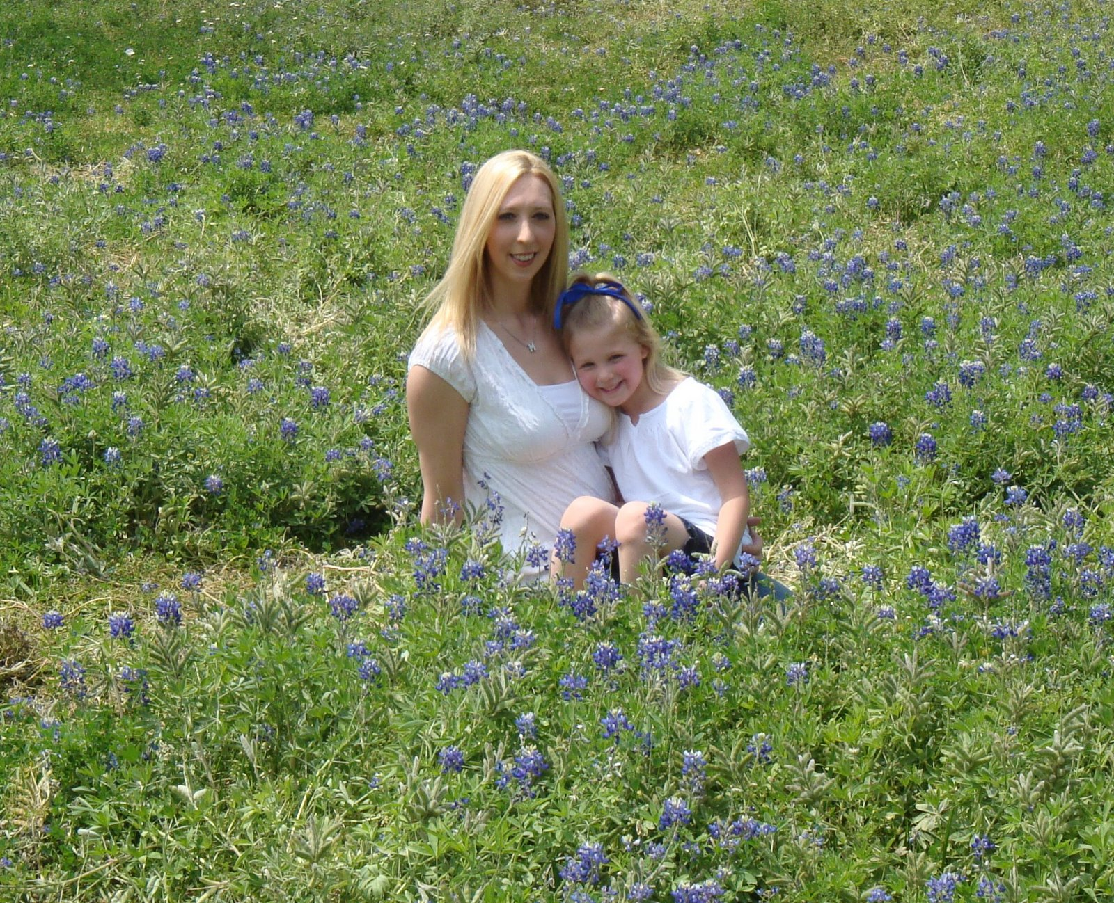 [bluebonnets+elise+and+mommy3.jpg]