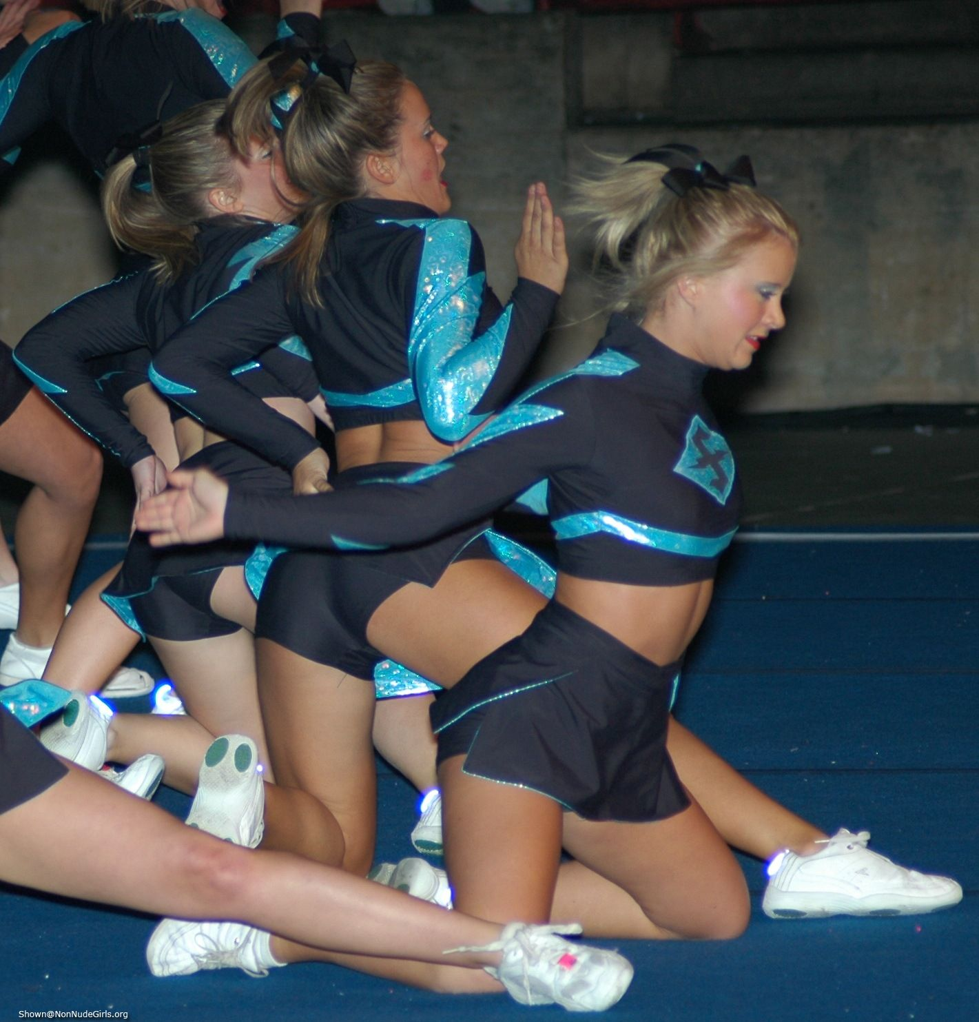 Spandex Girls Cheerleaders In Spandex